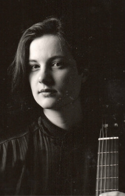 Nicola Williams classical guitarist